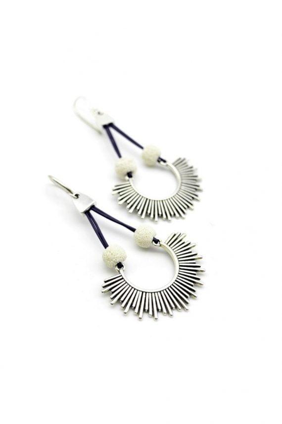 Δερμάτινα σκουλαρίκια ήλιος με λευκή λάβα